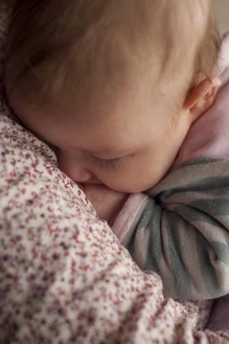 Alvó kisgyermek