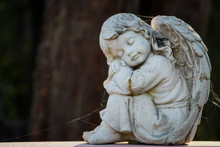 Alvó angyal (szobor)
