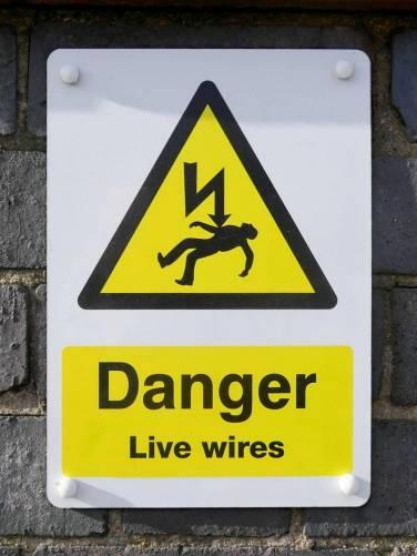 Áramütés veszélyére figyelmeztető tábla