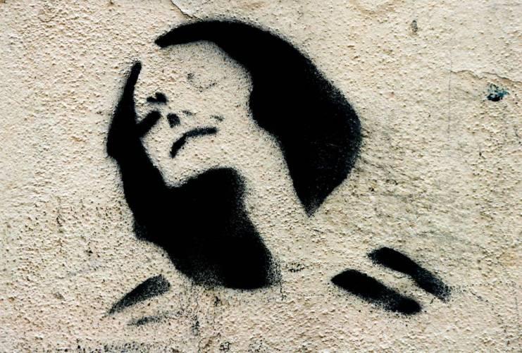 Fájdalmas női arc (stilizált illusztráció, falfestmény)