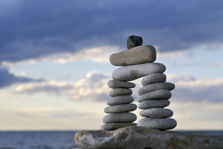 Kövek egymáson, egyensúlyban
