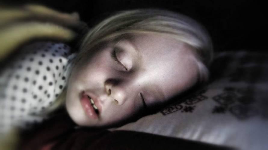 Alvó gyermek